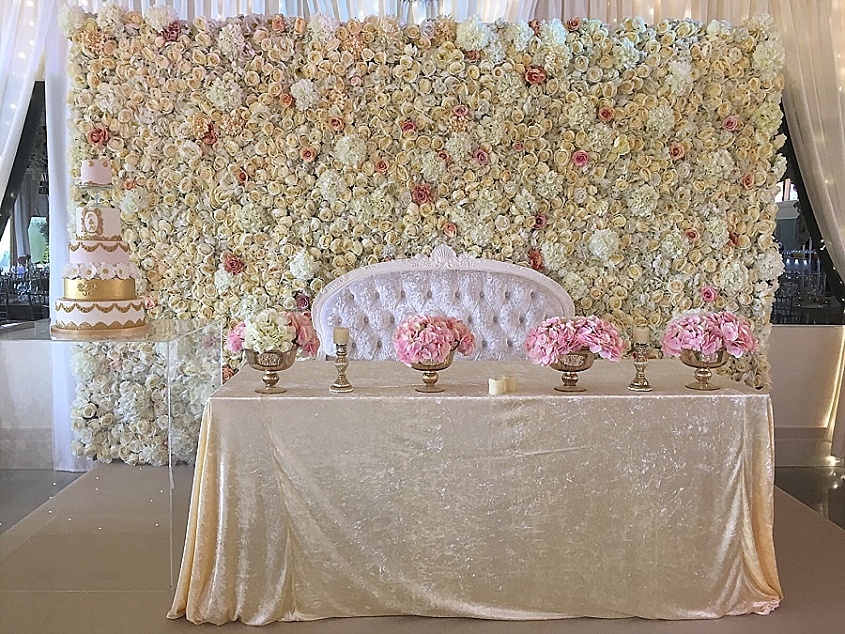 4 Show Stopping Wedding Flower Ideas - Flower Wall