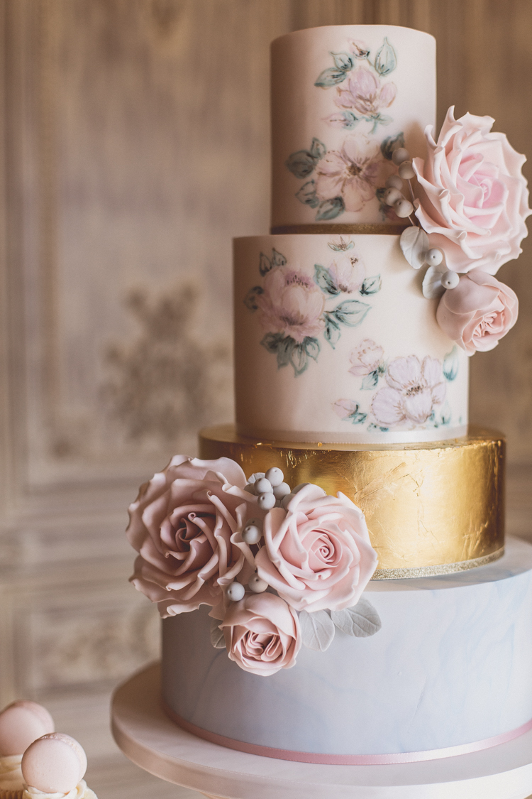 wedding cake trends - Hand painted cakes