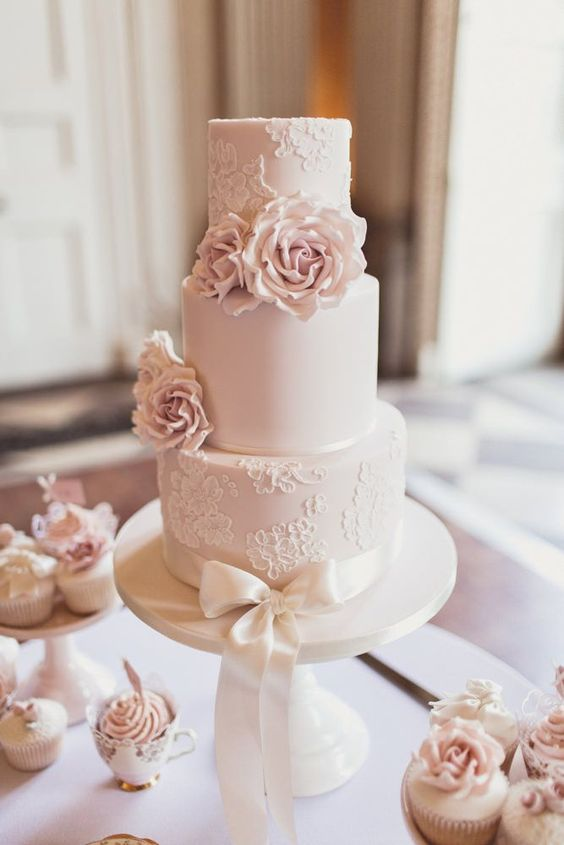 wedding cake trends - Lace cakes